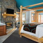 Super Suite with fireplace & hot tub