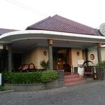 The front of Selaras Guest House