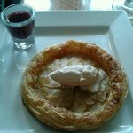 Apple Tart with cinnamon cream and mulled Wine