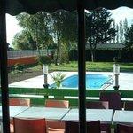 la piscine ( vue du restaurant