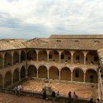Assisi, Basilica di San Francesco, chiostro