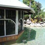 Bar sulla piscina chiuso.