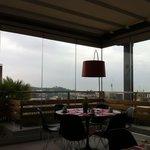 Прекрасная панорама в буфете во время завтрака:)