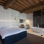 Photo of La Suite Sans Cravatte