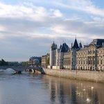 パリ最古の橋