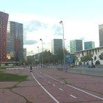 """Rechts die Kongresshallen, in rot das """"Porta Fira"""" ;-)"""
