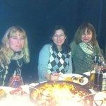 Disfrutando de una rica paella con las amigas!!!!!!!!