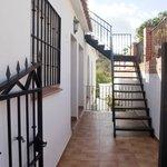 Entrada y escalera de acceso a la terraza
