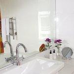 Bathroom Corner Suite