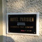 """Chambres Tout Confort - mit überklebten """"Sternen"""""""