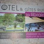 Reklame bord van het hotel