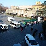 La piazza davanti all'hotel