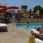 Espace détente et piscine