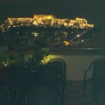 La Acrópolis vista desde el bar de la azotea