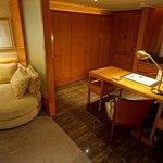 Desk & Lounge