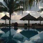 Вид из отеля на пляж