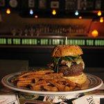 Cheese`n`Bacon - Burger mit Süßkartoffelpommes