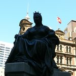 la statue de la Reine Victoria à l'entrée du QVB