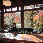 ラウンジカウンターで朝食後の珈琲サービス