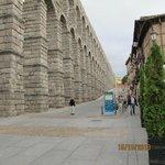 Акведук в половину своей длины