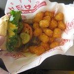 cheeseburger and tator tots