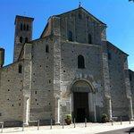 Sant'Abbondio, facciata