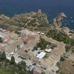 il baglio, il borgo marinaro, i faraglioni con la tonnara e la torre di guardia