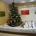 La Quinta lobby Christmas tree
