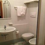 ampio bagno con finestra