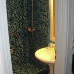 Baño muy pequeño y ni parecido al de las fotos que publican