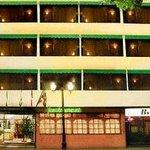 Fachada del hotel desde Calle Republica