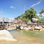 Puente para cruzar a la zona del rio, muy autentica!!