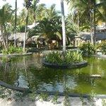 Gelegen im tropischen Park in unmittelbarer Strandnähe