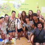 旅遊旺季幸運的話可以同時巧遇超多來自不同國家的人!