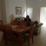 sala espaçosa com móveis em ótimo estado