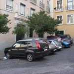 Бесплатная парковка в 5 метрах от апартаментов