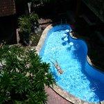 Небольшой глубокий бассейн.