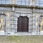 Statues at Rubenshuis