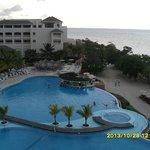 vue sur la piscine depuis notre terrasse privée