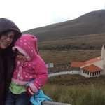 Mi hija y mi nieta en la cumbre del cerro Cruz Loma.