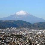 展望台から眺める秦野盆地と富士山