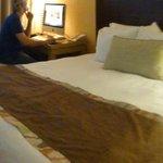quarto com computador e wifi