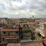 Вид на город из номера (вдалеке виднеется Ватикан)