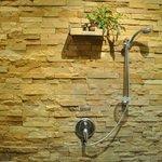 La stanza-doccia in pietra