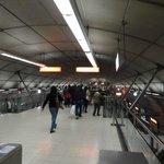 キレイで、日本の地下鉄と変わりません!