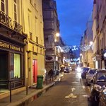 ruse st honore w lots of restos and boulangerie