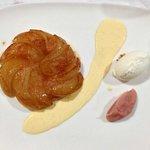 Apple pie with vanilla cream, yogurt ice cream and pink wine sauce
