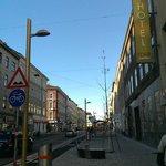 Die Ottakringer Strasse vor dem Hoteleingang