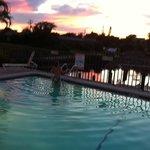 couché soleil sur piscine