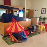 Área recreativa para los más pequeños en el mostrador de entrada